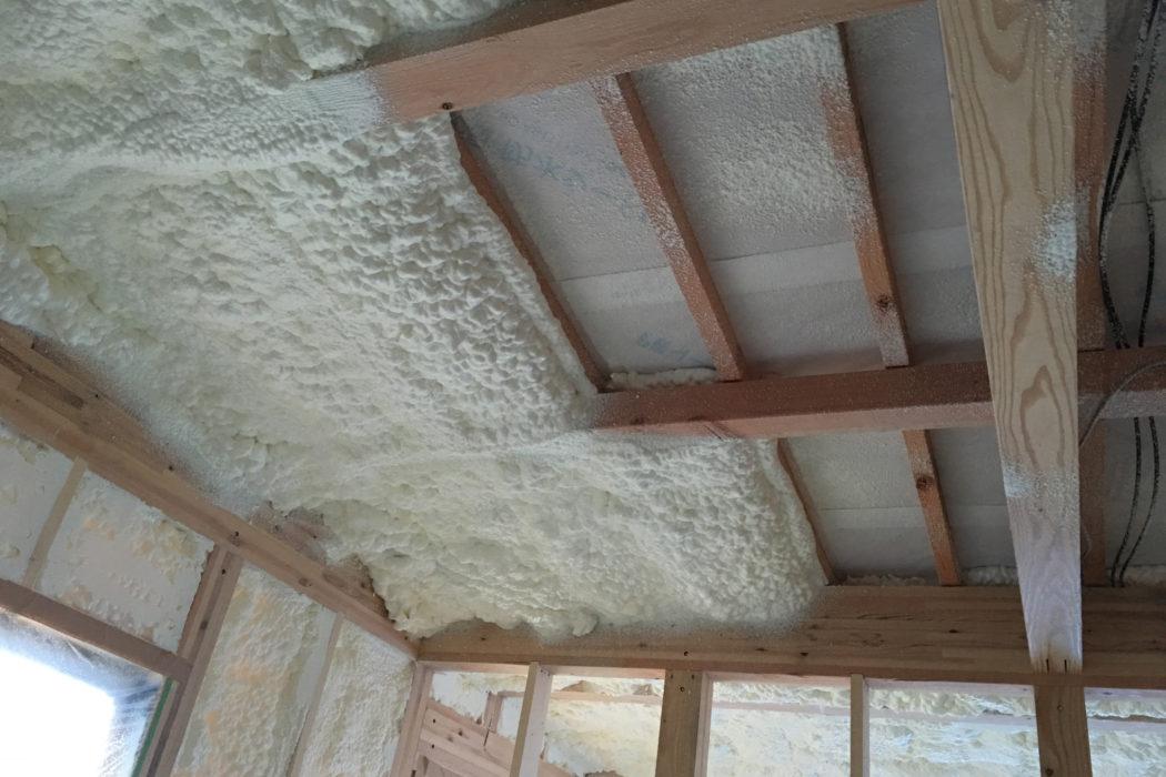 壁・屋根とも吹付け硬質ウレタンフォームを標準仕様